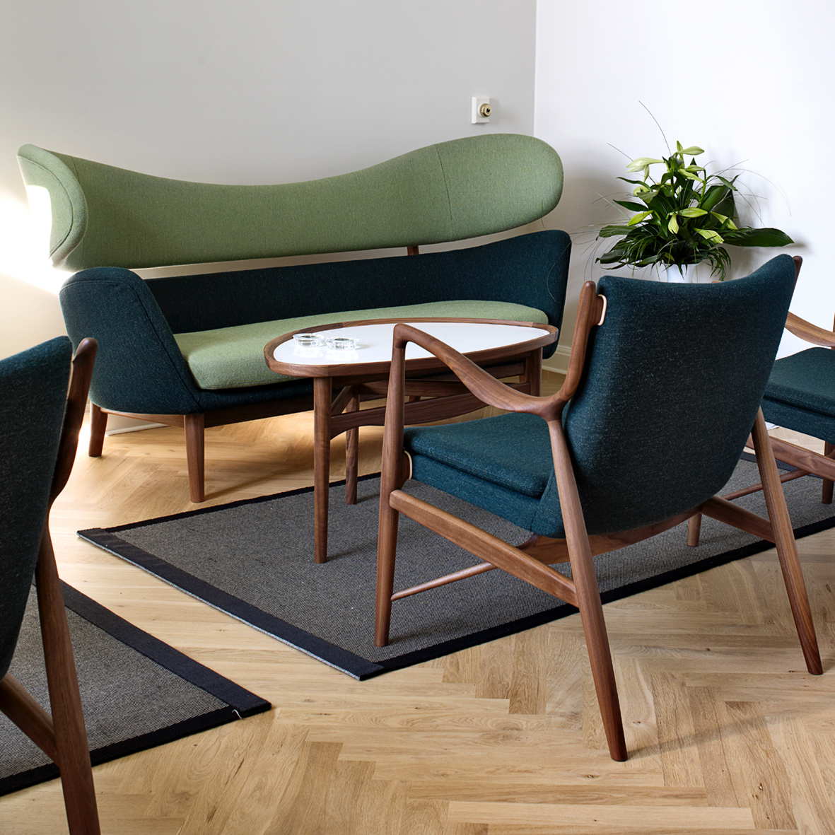 Baker Sofa And Tail Table Vliving